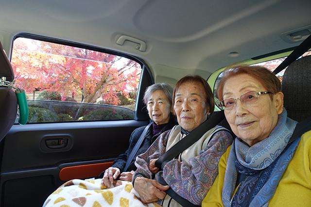 車窓から紅葉とパチリ